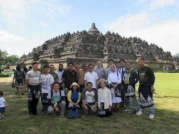 Mengunjungi-Borobudur