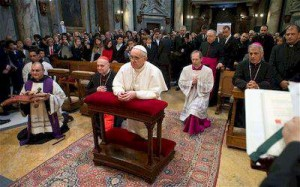 paus-fransiskus-berdoa